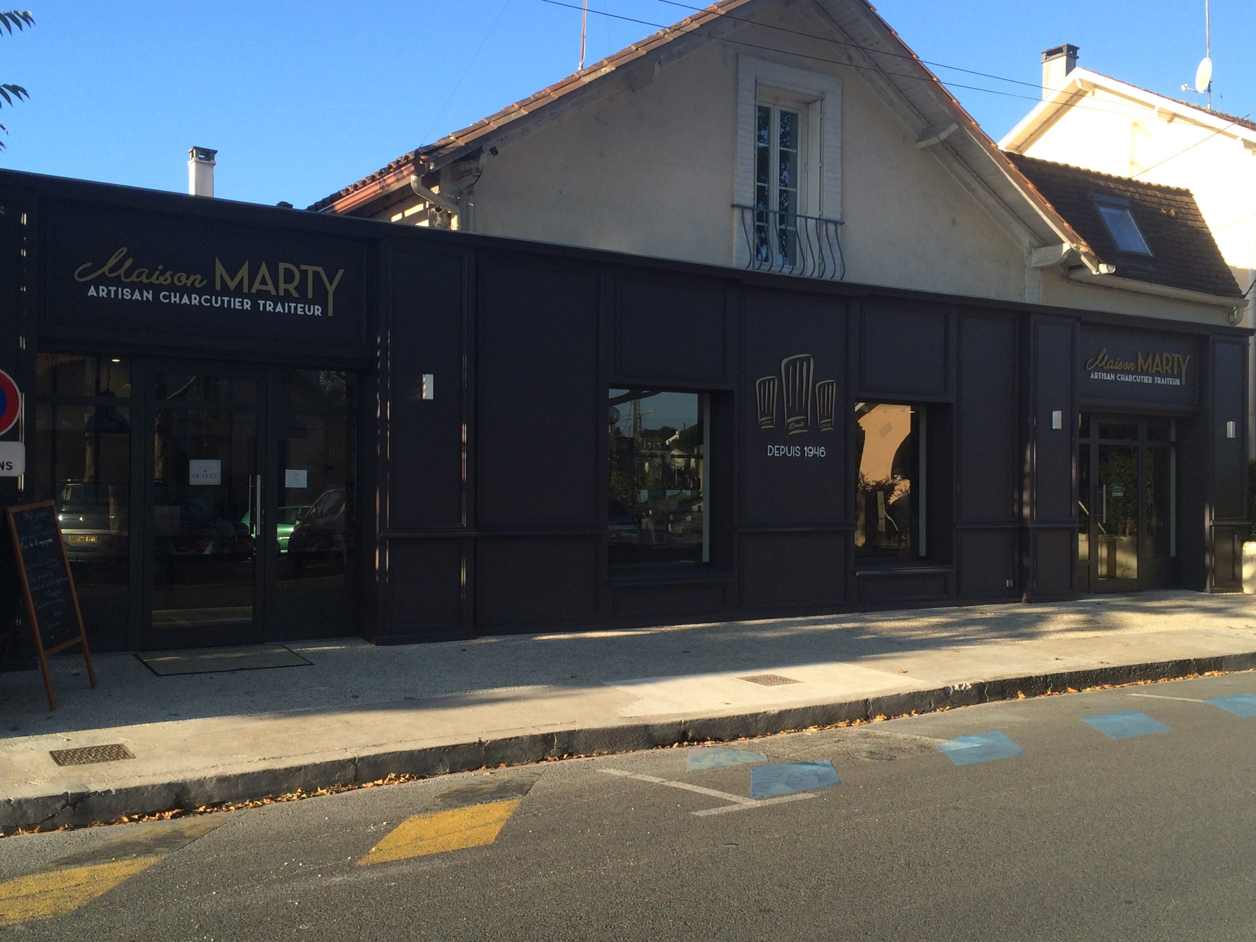 Rénovation extérieure et intérieure d'une charcuterie, institution à Bergerac depuis 1946, par l'entreprise Marcillac et fils