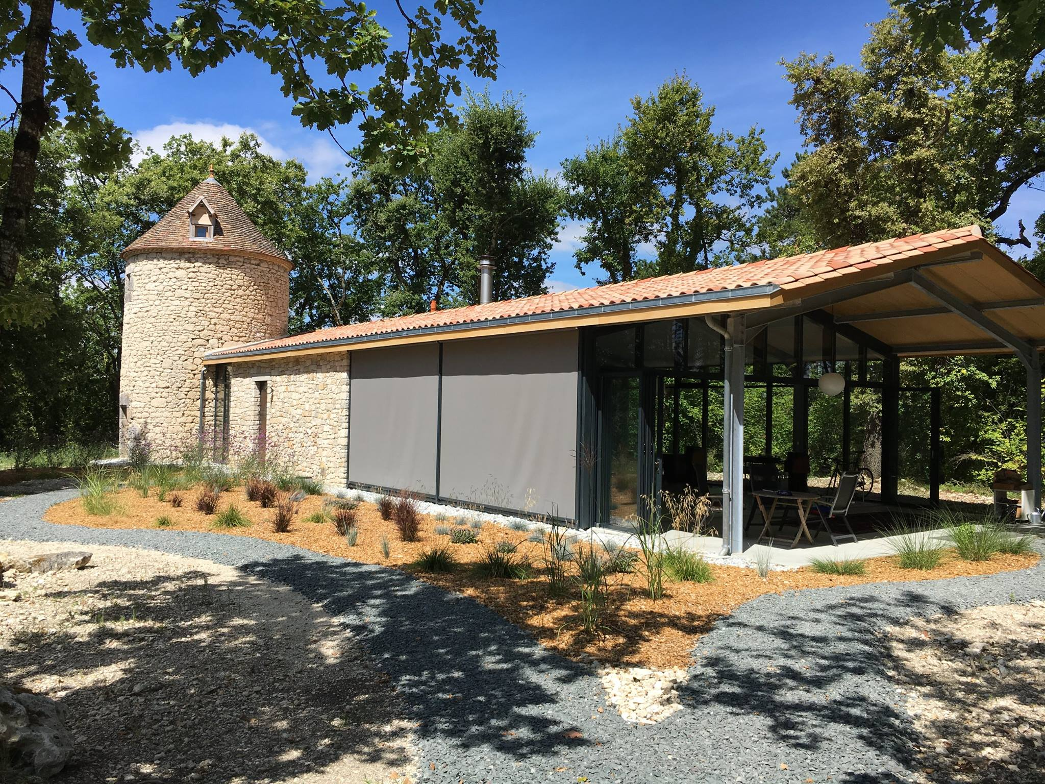 Extérieur - rénovation d'une maison atypique en Dordogne par Marcillac et fils.