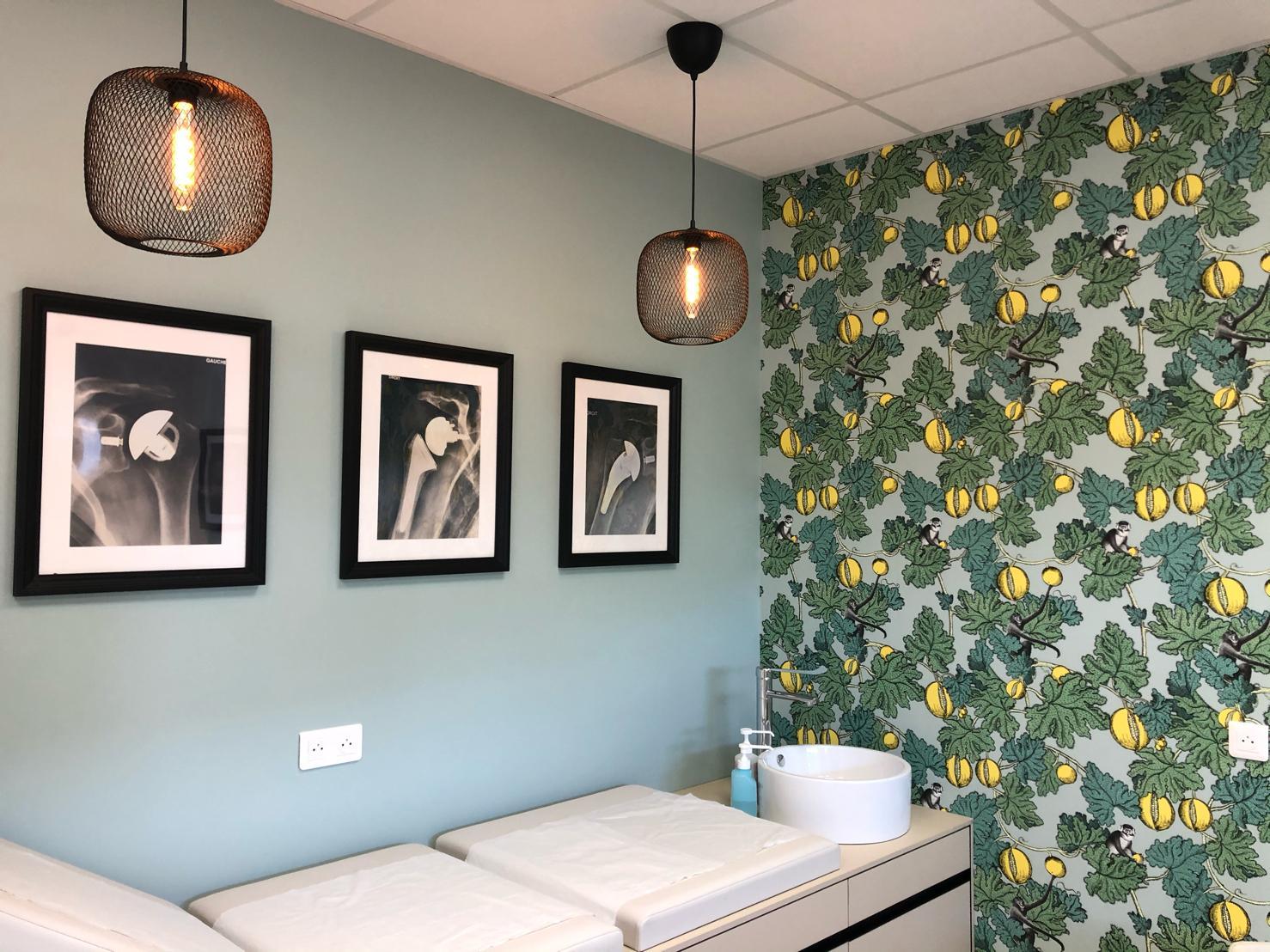 Salle de consultation lors d'une réalisation d'une extension à la clinique privé de Libourne, peinture et sols posés par Marcillac et Fils