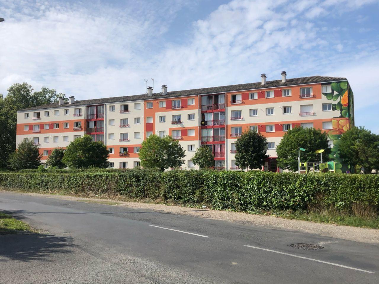 Rénovation d'un bâtiment de logements sociaux en Dordogne, peinture et isolation thermique par l'extérieure par la SARL Marcillac et Fils